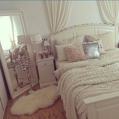 Make Your Bedroom More Romantic With These Romantic Bedroom Decorations 23