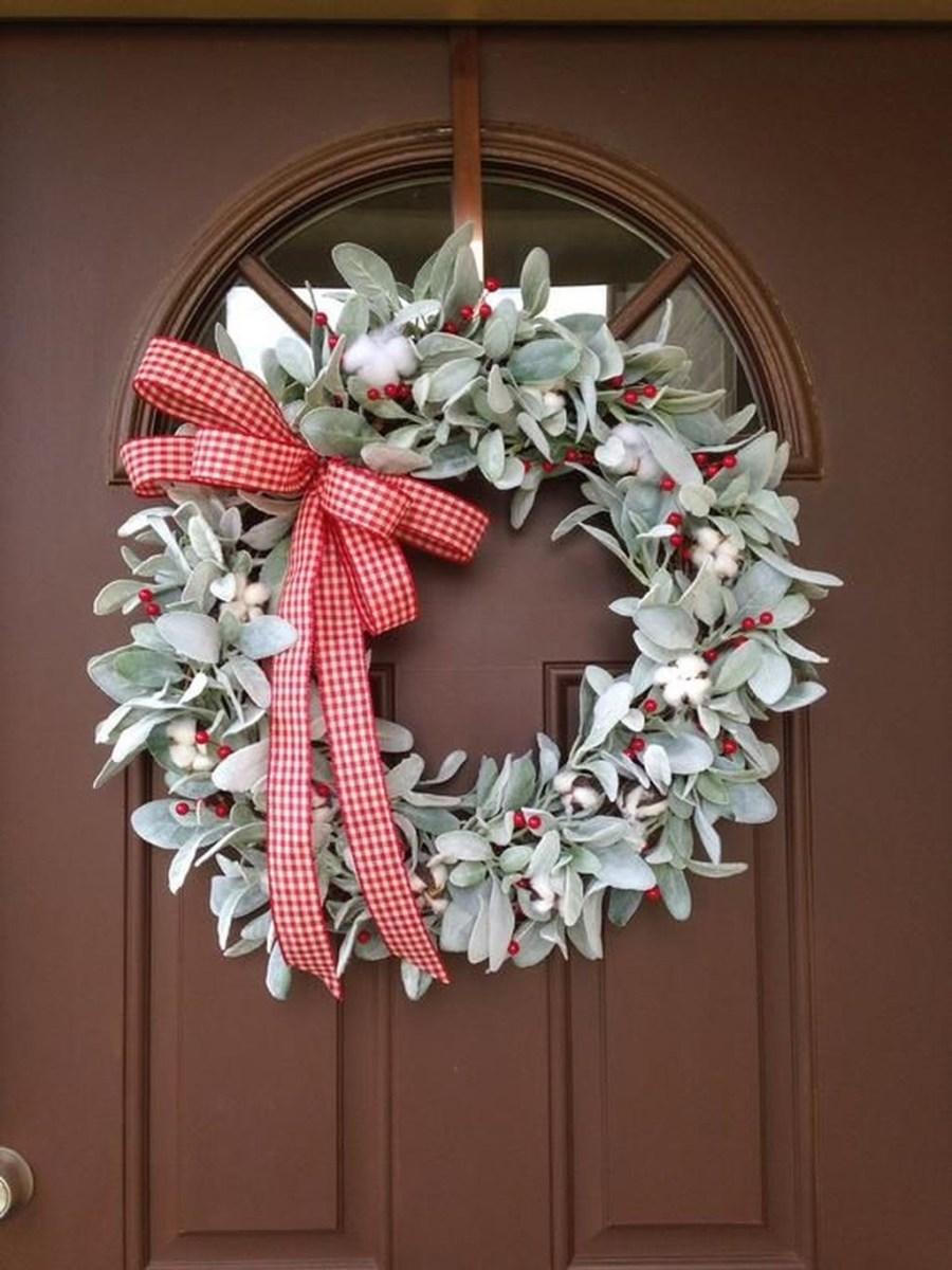 Popular Winter Front Door Decoration Ideas 11