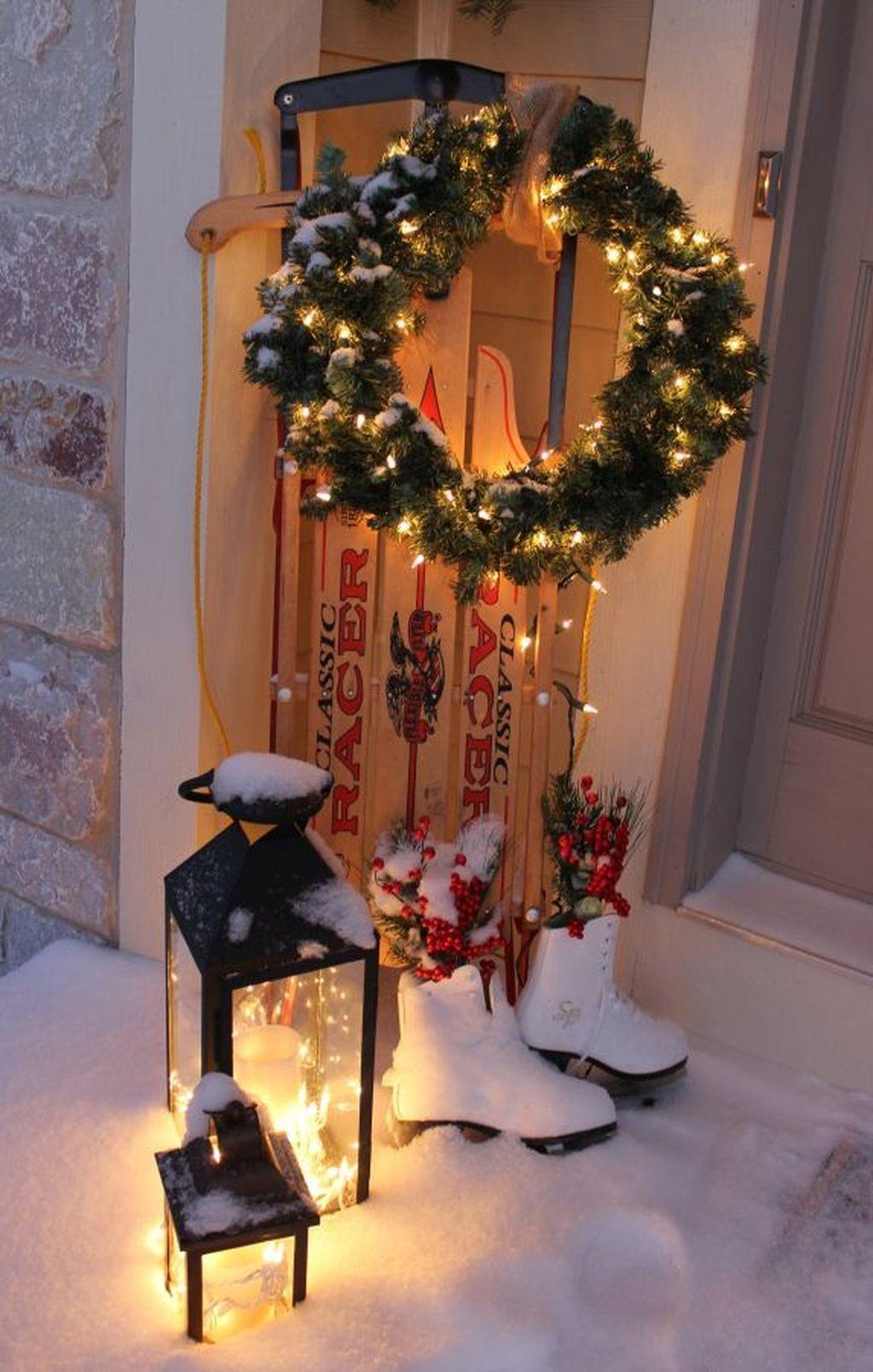 Popular Winter Front Door Decoration Ideas 12