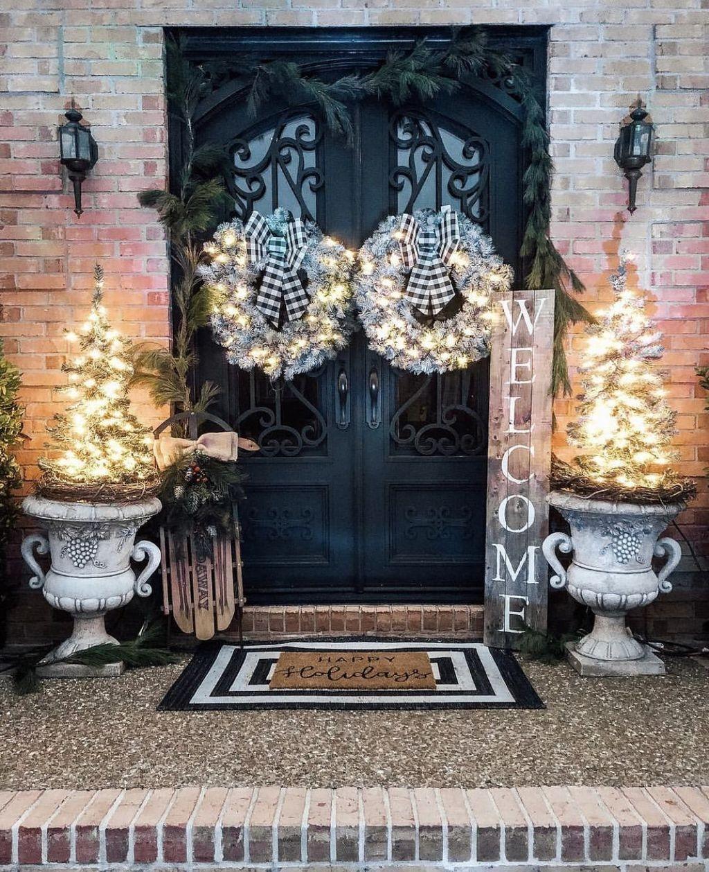 Popular Winter Front Door Decoration Ideas 17