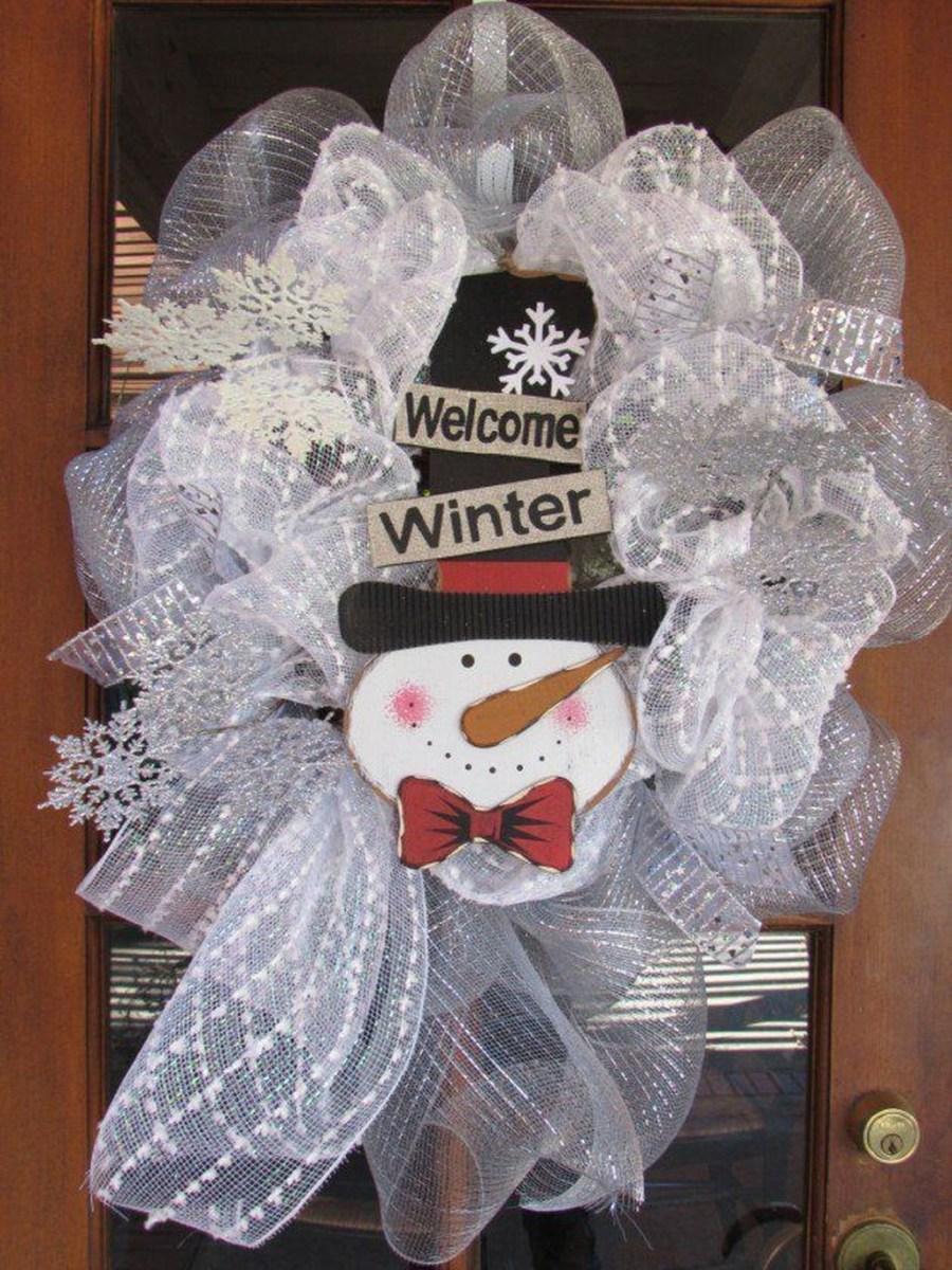 Popular Winter Front Door Decoration Ideas 37