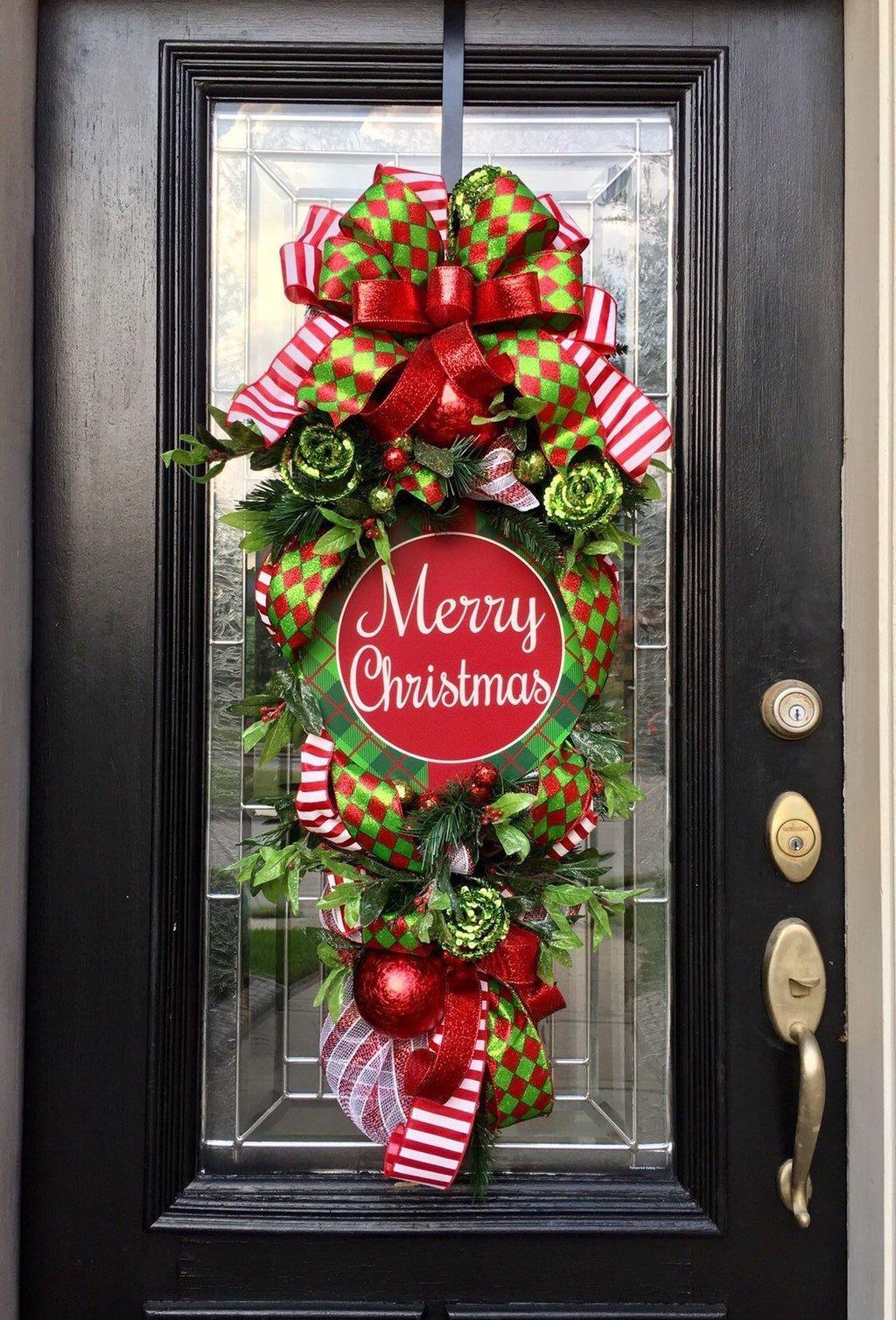 Popular Winter Front Door Decoration Ideas 49