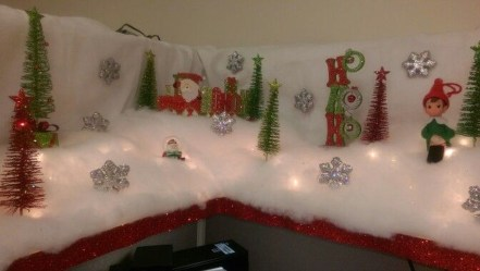 Stunning Winter Office Decorations That You Can Easily Make 19