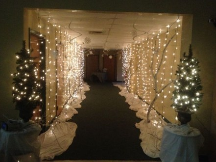 Stunning Winter Office Decorations That You Can Easily Make 21