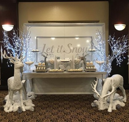 Stunning Winter Office Decorations That You Can Easily Make 33