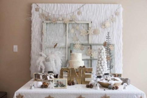 Stunning Winter Office Decorations That You Can Easily Make 35