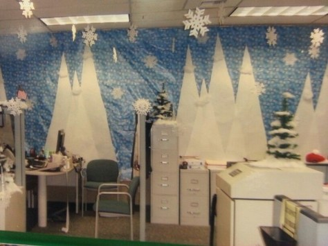 Stunning Winter Office Decorations That You Can Easily Make 38