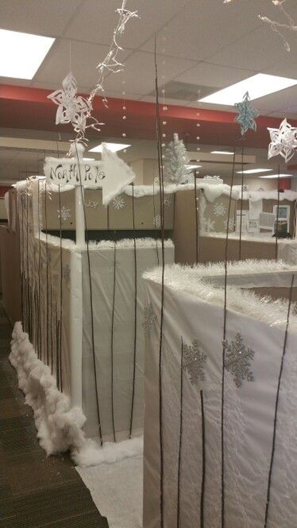 Stunning Winter Office Decorations That You Can Easily Make 46