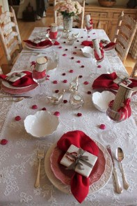 Beautiful Valentines Day Table Decor 02
