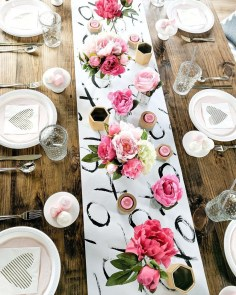 Beautiful Valentines Day Table Decor 03
