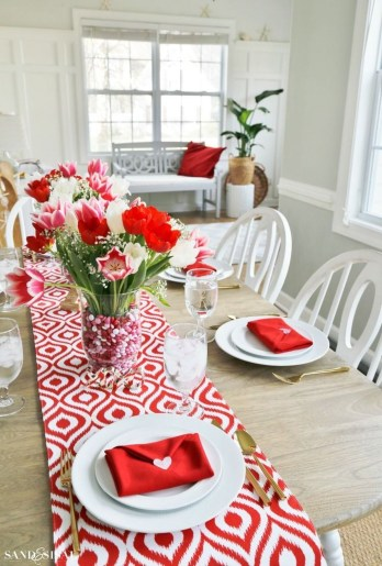 Beautiful Valentines Day Table Decor 25