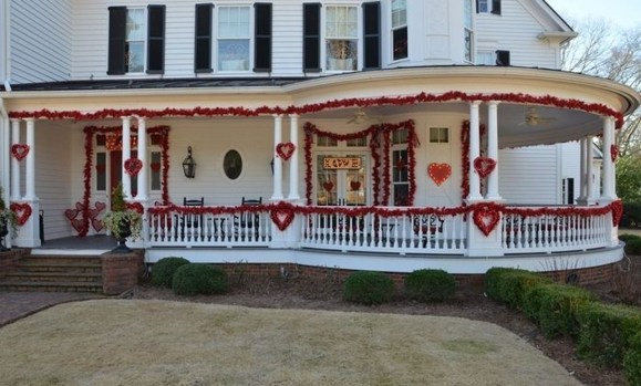 Front Porch Valentines Day Decor With LOVE Word 31