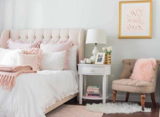Pink Bedroom Decor You Can Try On Your Own 32