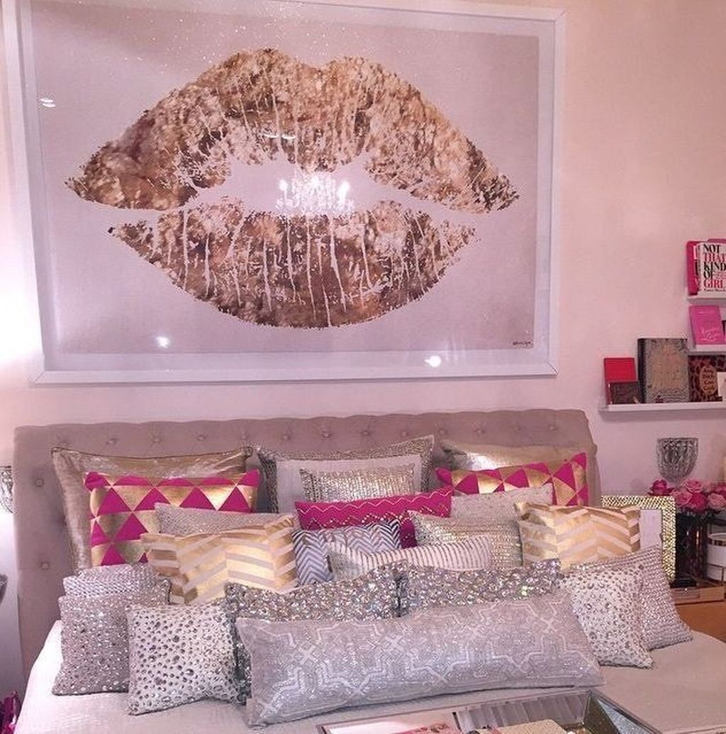 Pink Bedroom Decor You Can Try On Your Own 41