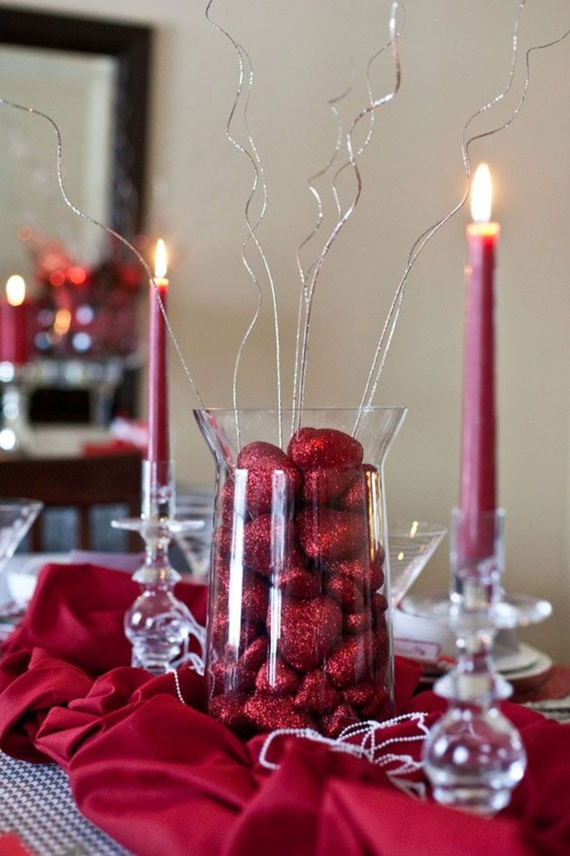 Romantic Valentines Day Dining Room Decor 07