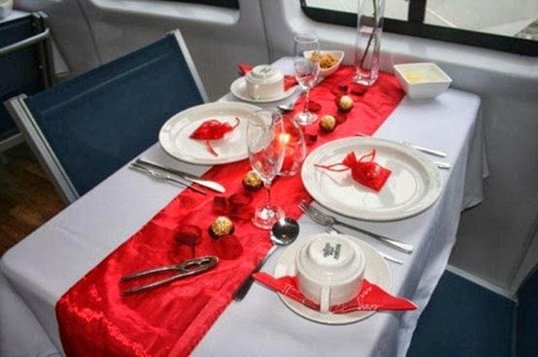 Romantic Valentines Day Dining Room Decor 10