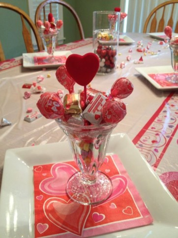 Romantic Valentines Day Dining Room Decor 12