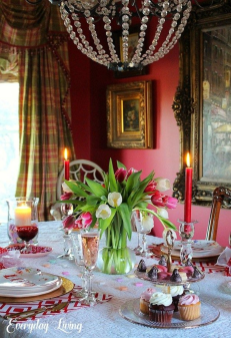 Romantic Valentines Day Dining Room Decor 19