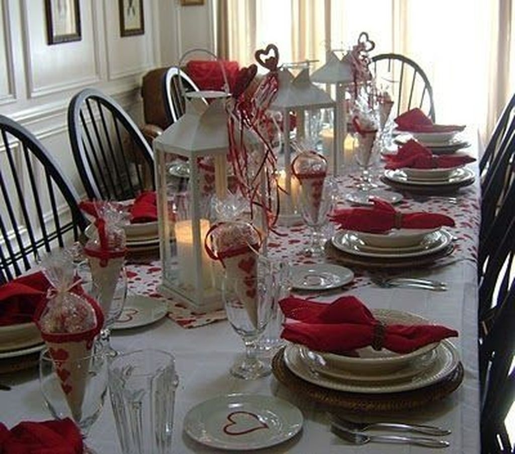 Romantic Valentines Day Dining Room Decor 22