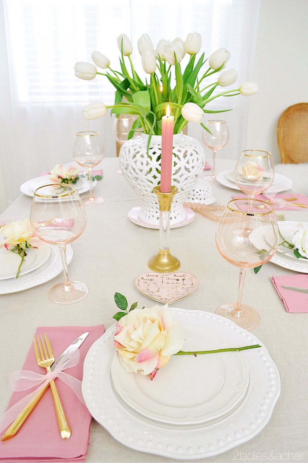 Romantic Valentines Day Dining Room Decor 23