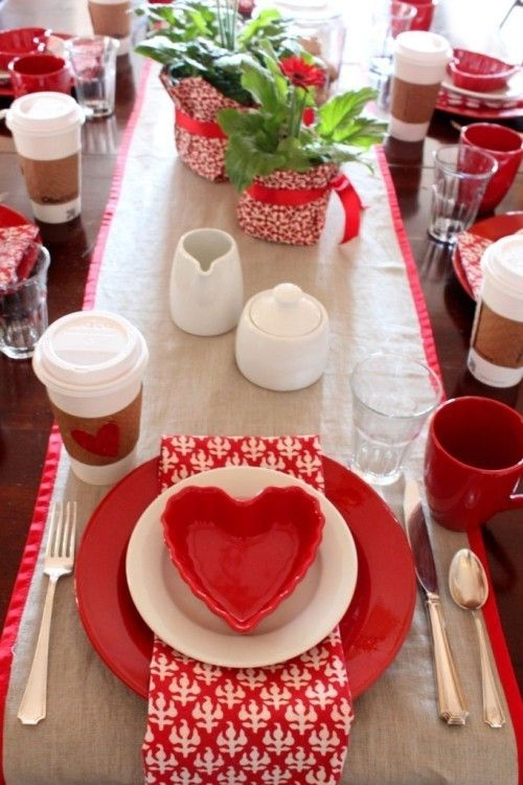 Romantic Valentines Day Dining Room Decor 31