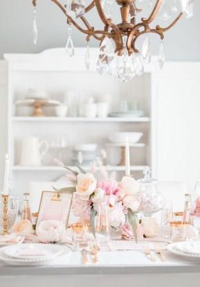 Romantic Valentines Day Dining Room Decor 42