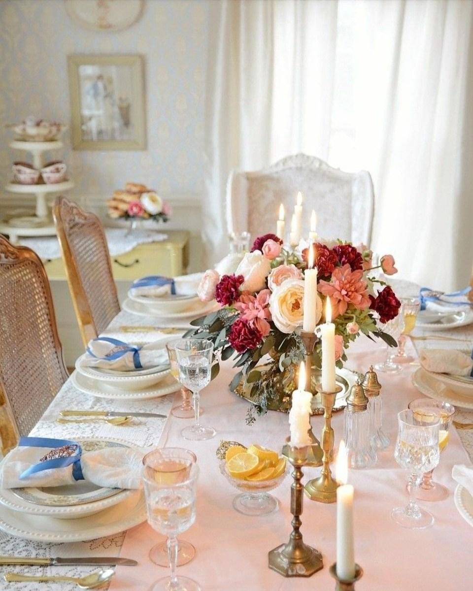 Romantic Valentines Day Dining Room Decor 44