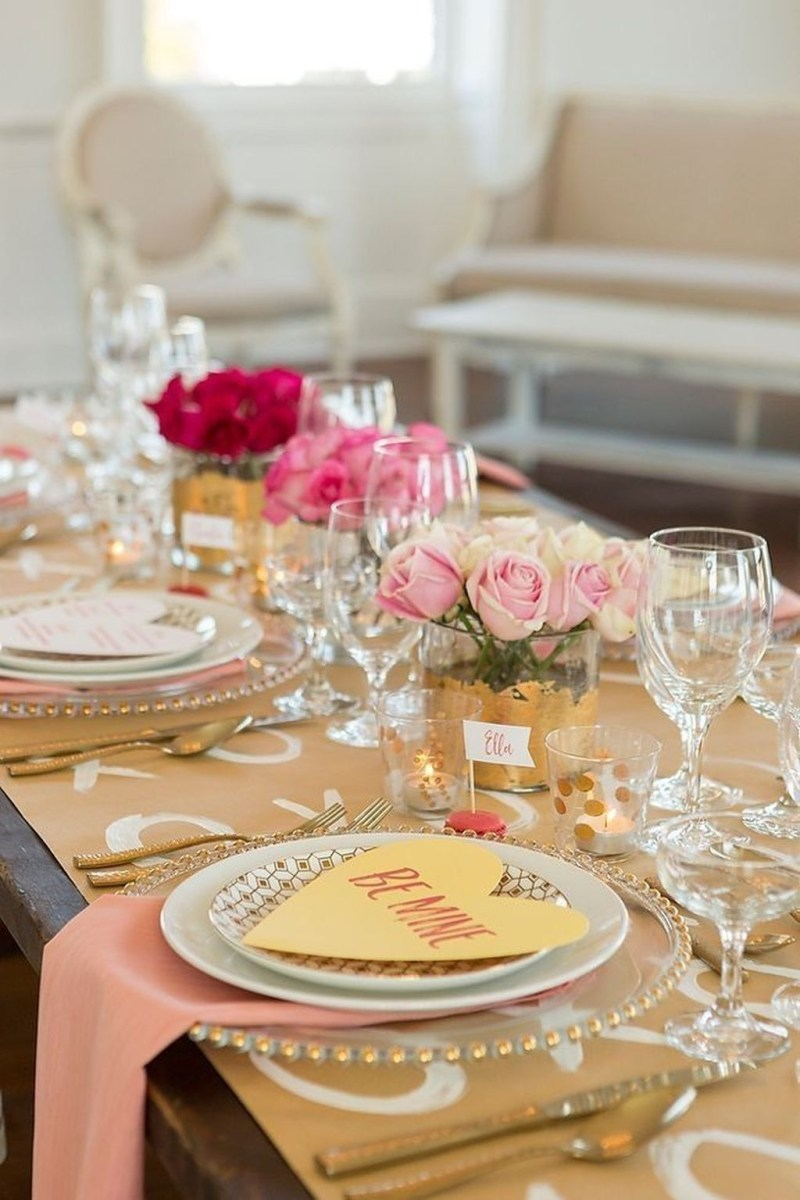 Romantic Valentines Day Dining Room Decor 45