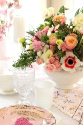 Romantic Valentines Day Dining Room Decor 48