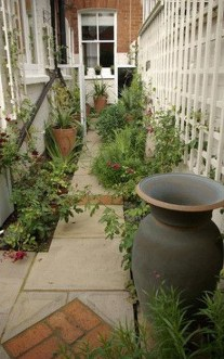 Tiny Yard Garden Design You Can Try Right Away 16