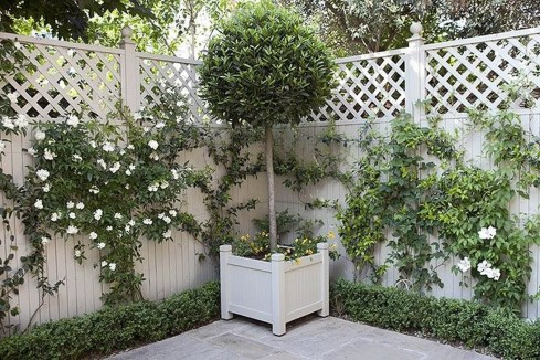Tiny Yard Garden Design You Can Try Right Away 21