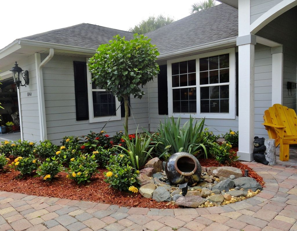 Tiny Yard Garden Design You Can Try Right Away 34