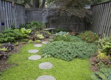 Tiny Yard Garden Design You Can Try Right Away 35