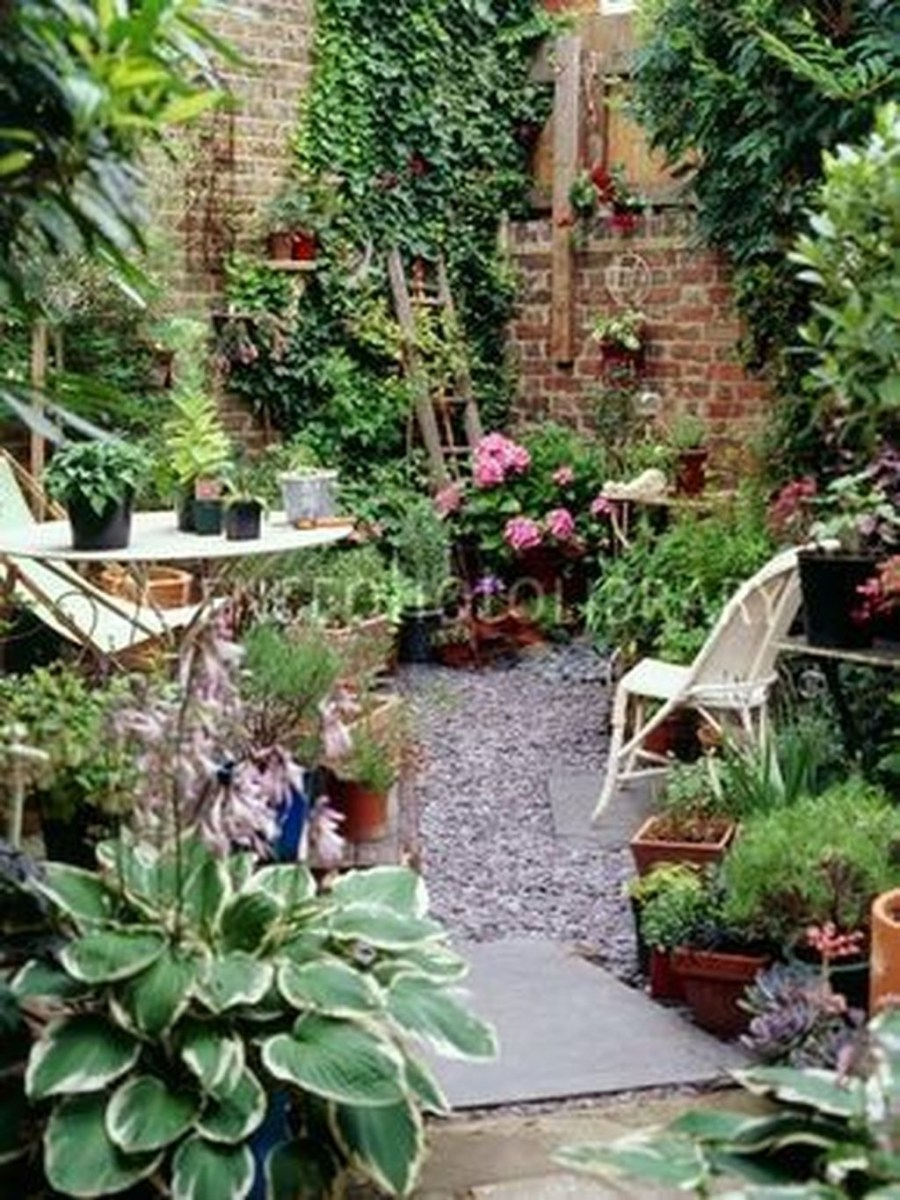 Tiny Yard Garden Design You Can Try Right Away 38