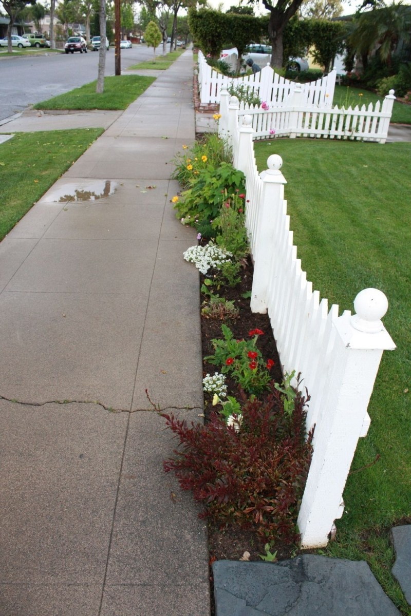 Front Yard Fence Ideas That You Need To Try 28