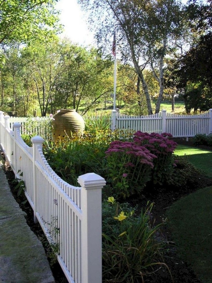 Front Yard Fence Ideas That You Need To Try 29