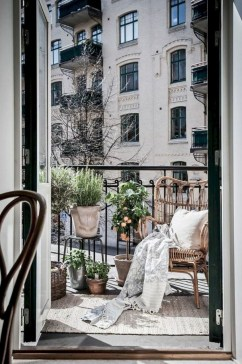 Popular Apartment Balcony Design For Small Spaces 18