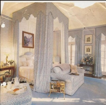 Romantic Bedroom With Canopy Beds 04