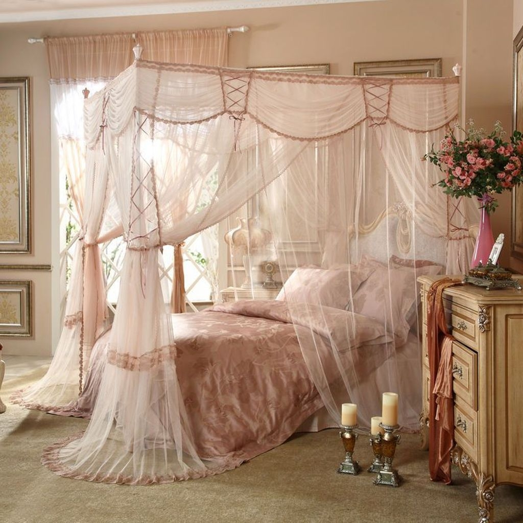 Romantic Bedroom With Canopy Beds 06