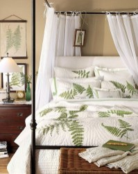 Romantic Bedroom With Canopy Beds 09
