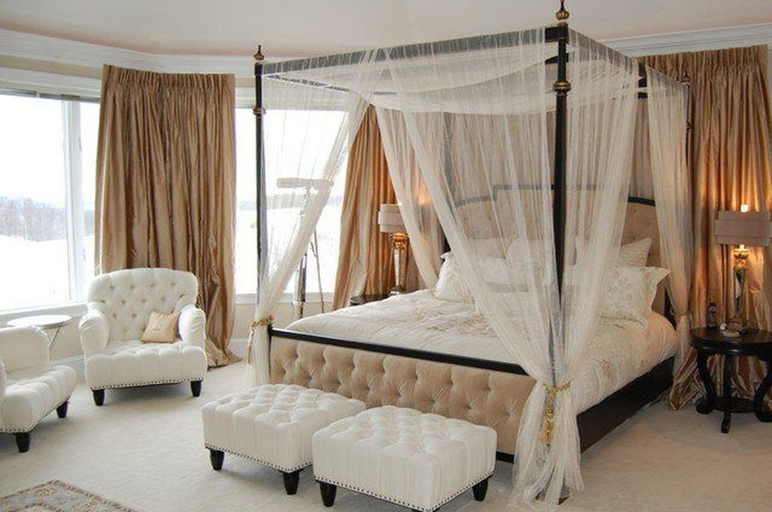 Romantic Bedroom With Canopy Beds 13
