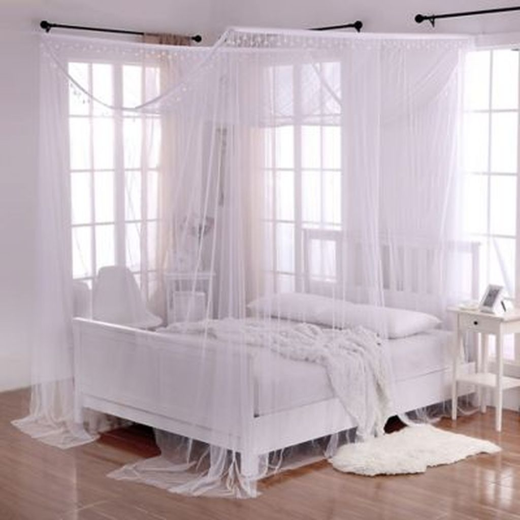 Romantic Bedroom With Canopy Beds 15