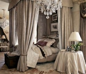 Romantic Bedroom With Canopy Beds 23
