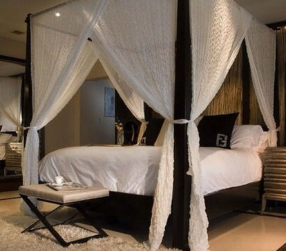 Romantic Bedroom With Canopy Beds 34