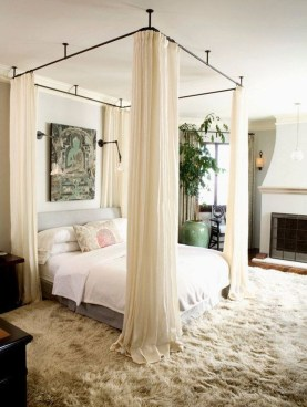 Romantic Bedroom With Canopy Beds 44