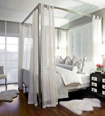 Romantic Bedroom With Canopy Beds 45