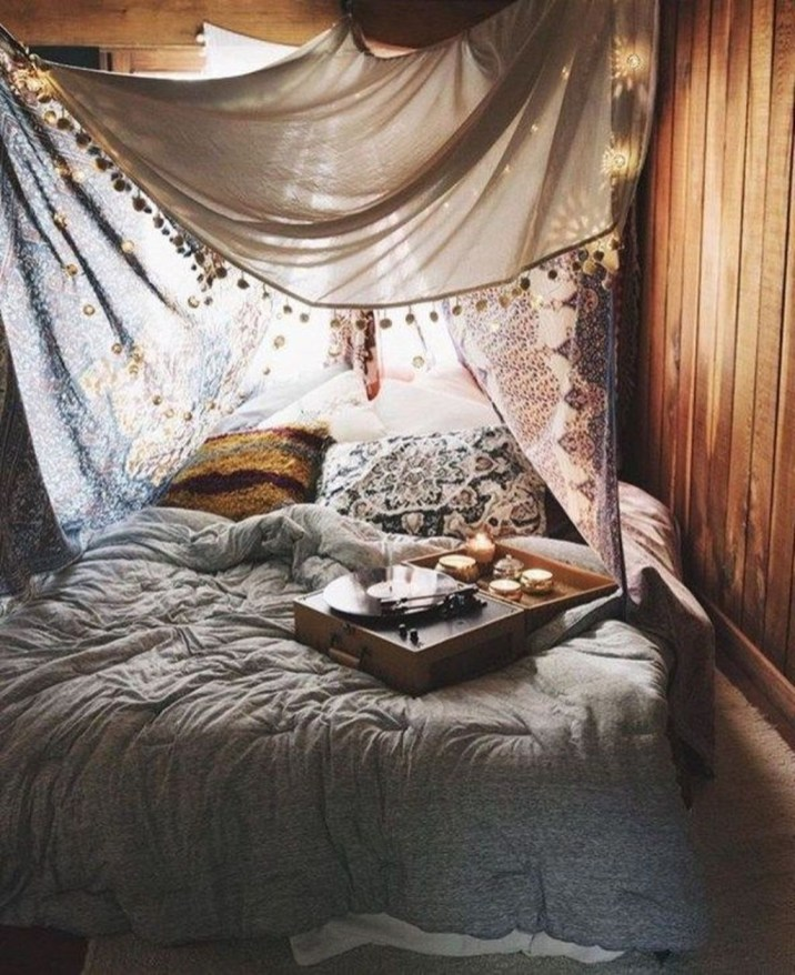 Romantic Bedroom With Canopy Beds 47