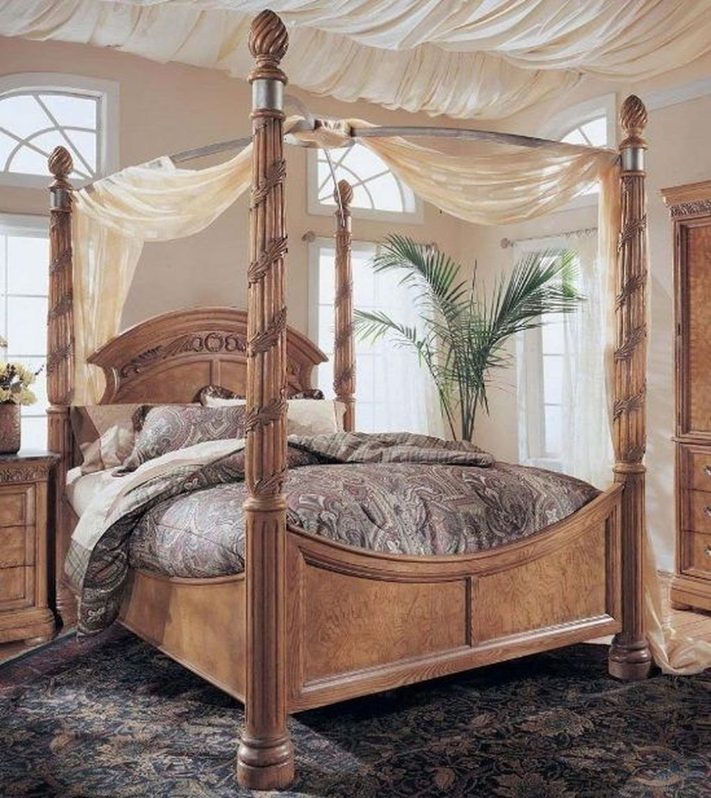 Romantic Bedroom With Canopy Beds 50