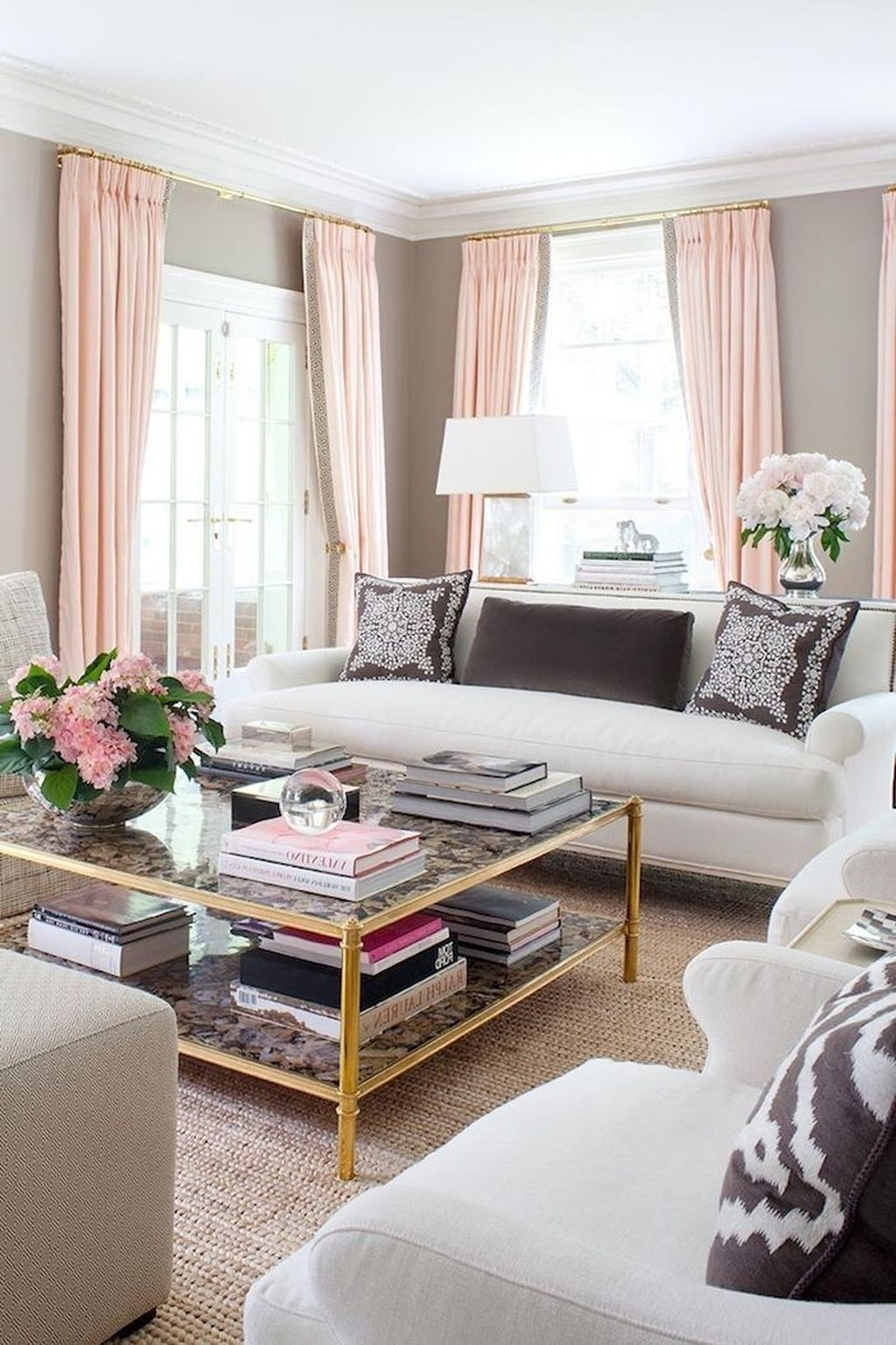 Lovely Pink Living Room Decor Ideas 09