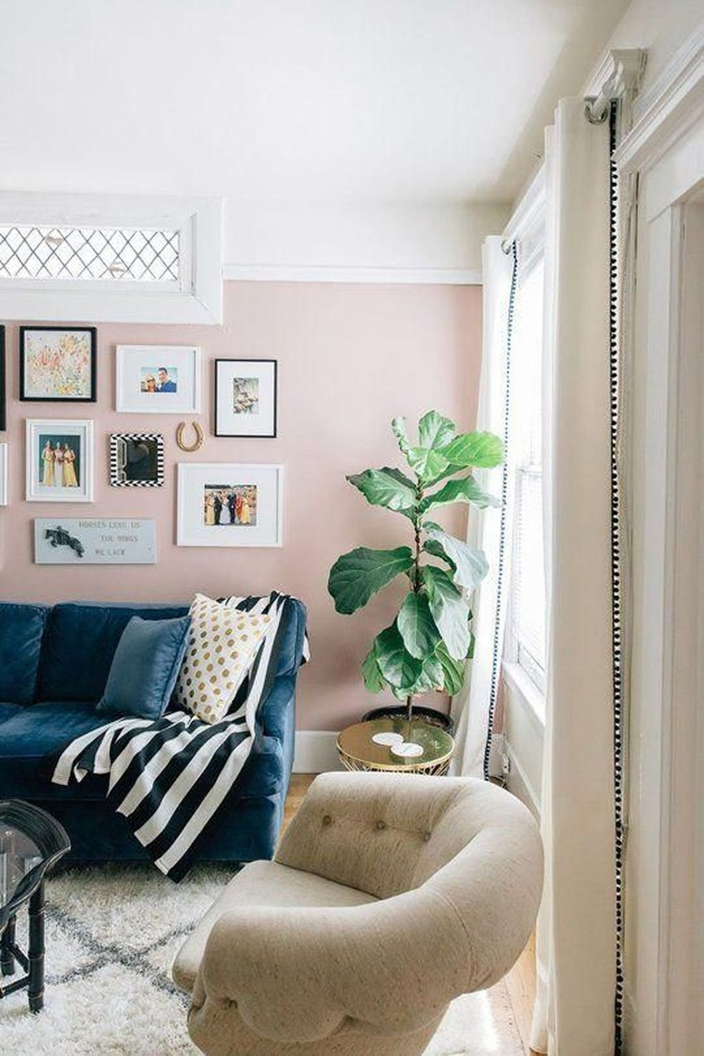 Lovely Pink Living Room Decor Ideas 21